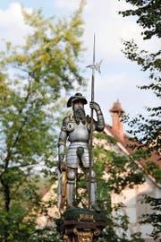 Der edle Ritter könnte Ammann Schwarzmurer sein. Seine Hellebarde erhielt er erst im Jahr 1688. (Bild: Stefan Kaiser / Neue ZZ)