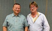 Neumitglied Beat Gisler (links) und der abtretende Dirigent Rolf Lee. (Bild: PD (Attinghausen, 13. Januar 2018))