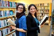 Martina Wüthrich (links) und Carla Biasini glauben trotz Internet an die Zukunft des Buches.