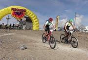 Iwan Arnold (rechts) und Markus Gisler (links) vom Team «Schönwetterbiker» erreichten den fünften Platz.Bild: Marius Maasewerd/EGO-Promotion