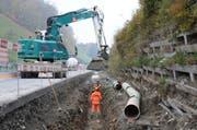 Das neue Leitungsnetz für das Abwasser entsteht im Bereich Träschlibach entlang der Fahrbahn. (Bild Philipp Unterschütz)