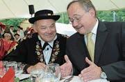 Überraschungsgast Samuel Schmid mit dem Obwaldner Kulturpreisträger Ruedi Rymann. (Bild: Eveline Bachmann / Archiv)