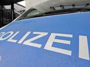 In Reutlingen in Baden-Württemberg hat ein Mann mit einer Machete eine Frau umgebracht und zwei weitere Menschen verletzt. (Symbolbild) (Bild: Keystone/EPA/MARIJAN MURAT)