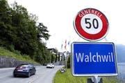 Hier, von Zug in Richtung Arth, gilt seit März statt Tempo 60 nur noch Tempo 50. (Bild Werner Schelbert)