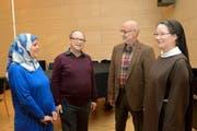 Debattierten über Humor: Belkis Osman-Besler, Michel Bollag, Gesprächsleiter Josef Hochstrasser und Schwester Sabine Lustenberger (von links). (Bild Rosemarie Bugmann)