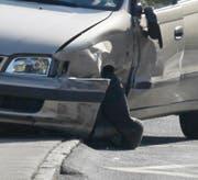 Massiver Sachschaden am Toyota. (Bild: Geri Holdener, Bote der Urschweiz)