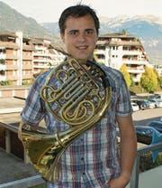 Wieder daheim: Florian Abächerli (35) auf seinem Balkon in Sarnen. (Bild: PD)