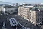 Bankenplatz in Zürich mit der UBS (links) und der CS. (Bild: Keystone / Christian Beutler)
