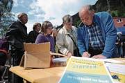 In Wassen wurden Unterschriften für die «eigene» Post gesammelt. (Bild: Urs Hanhart (Wassen, 20. Mai 2017))