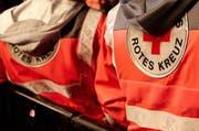 Mitglieder der Nidwaldner Sektion des Schweizerischen Roten Kreuzes werben an Haustüren für die Organisation. (Symbolbild) (Bild: Archiv Keystone)
