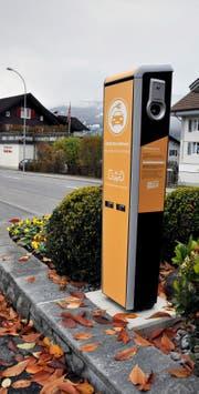 Die «hauseigene» Elektrotankstelle auf dem Parkplatz des Elektrizitätswerks Obwalden (EWO).Bild: Adrian Venetz (Bild: Adrian Venetz/OZ)