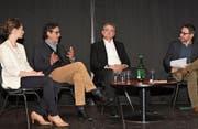 Lehrerin Patrizia Kaufmann, Zukunftsforscher Georges T. Roos (Mitte) und Bildungsdirektor Franz Enderli (v. l.) stellen sich den Fragen von Moderator Dominic Dillier. (Bild: Romano Cuonz (Sarnen, 19. März 2018))