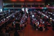 Die Stadthalle Sursee wurde zur Arena für rund 500 Online-Gladiatoren. (Bild: Manuela Jans-Koch (Sursee, 31. März 2018))