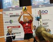 Volleya-Passeurin Seline Zumstein (Nummer 8) gegen Aadorf. (Bild: PD (Sarnen, 4. November 2017))