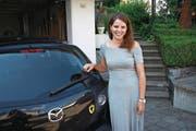 Silvia Baumann mit ihrem «Urner» Auto. (Bild: eca (Emmenbrücke, 20. 7. 17))