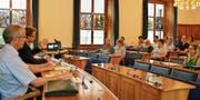 Finanzdirektor Urs Janett stand im Landratssaal für Fragen Red und Antwort. (Bild: PD (Altdorf, 14. Juni 2017))