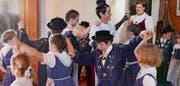 Die Seelisberger Kinder- und Jugendtrachtengruppe ist mit dem Tourismus eng verbunden. (Bilder: Christoph Näpflin (Seelisberg, 29. April 2017))