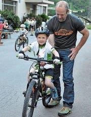 Die Kleinsten werden behutsam in die Geheimnisse des Radsports eingeführt. (Bild: Josef Mulle)