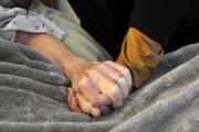 Hospiz Zug leistet seit über 20 Jahren Sterbebegleitung und entlastet damit Profis wie Angehörige. (Bild: Getty)