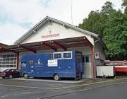 Im alten Feuerwehrlokal in Alpnach ist derzeit ein Garagenbetrieb eingemietet. (Bild: Robert Hess (Alpnach, 18. September 2017))