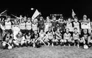 27. Mai 1986: Die Young Boys (mit Martin Weber, untere Reihe, 3. von rechts) feiern ihren bislang letzten Meistertitel. (Bild: Keystone)