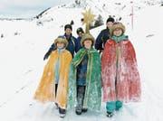 Eine Bürgler Sternsingergruppe 2016 unterwegs auf dem Biel. (Bild: Christof Hirtler (Bürglen, 6. Januar 2016))