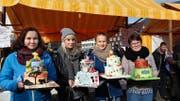 Bei den Lehrlingen im zweiten Lehrjahr kam die Bambi-Torte von Sonja Durrer (rechts) am besten an. Sie gewann vor Sarah Müller, Sandra Steffen und Gisela Imboden (von links). Bilder: PD