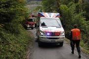 Der Rettungsdienst Schwyz vor Ort. (Bild: Geri Holdener, Bote der Urschweiz)