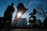 Rauchfreie Spielplätze werden auch in Schweizer Gemeinden vermehrt zum Thema. (Symbolbild: Ennio Leanza/Keystone)