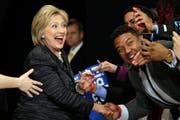 Hillary Clinton verliert überraschend in Michigan (Bild: AP / Tony Dejak)