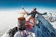 Pirmin Zurbriggen entfachte auf dem Matterhorn ein symbolisches olympisches Feuer. (Bild: Valentin Flauraud/Keystone (Zermatt, 8. Februar 2018))