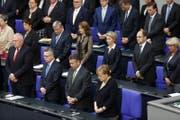 Schweigeminute im Deutschen Bundestag in Berlin. Die Parlamentarier gedenken dem verstorbenen Alt-Kanzler Helmut Kohl. (Bild: EPA (22.06.2017, Berlin))