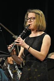 Solistin Nadja Odermatt, brillierte auf der Klarinette. (Bild: Birgit Scheidegger (Giswil, 24. März 2018))