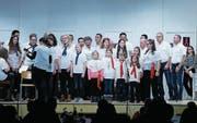 Der Männerchor und die «Notenschlüssel Kids» tragen ihren Teil zu einem grossartigen Abend in der Mehrzweckhalle in Beinwil bei. (Bild: Stefan Kaiser (13. Januar 2018))