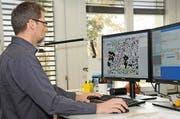 Die Kartenproduktion ist heute teilautomatisiert, bei komplexen Situationen ist aber nach wie vor Handarbeit gefragt. (Bild: PD)