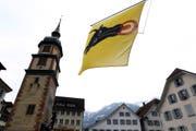 Die Urnerfahne hängt am Regierungsgebäude von Altdorf. (Archivbild) (Bild: Keystone)