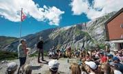 Die beiden Schauspieler haben bei der Ringelspitzhütte (Graubünden) viele Zuhörer gefunden. (Bild: Howard Brundrett (Tamins, 14. August 2016))