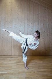 Alessia Lao in der Karateschule: «Keine Lust, gibt's bei mir nicht.» (Bild: Manuela Jans-Koch (Kriens, 11. Januar 2017))