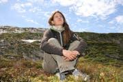 Ein Leben für die Bartgeier: Biologin Franziska Lörcher betreut die ausgewilderten Tiere am Hengliwang. (Bild Marion Wannemacher)