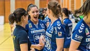 Die Siegesfreude ist bei Daphne Gautschi (LK Zug, Nr. 10) nach dem Spiel gross. Bild: Christian H. Hildebrand (Zug, 13. November 2016)