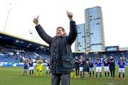 FCL-Präsident Mike Hauser erntet Applaus von den Fans und den Spielern. (Bild: Philipp Schmidli / Neue LZ)