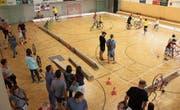 Viele Besucher sahen sich am Tag der offenen Tür die neue Radsporthalle in Altdorf an. (Bild: Paul Gwerder (19. August 2017))