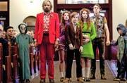 Eine unkonventionelle Familie: Ben (Viggo Mortensen) und die sechs Kinder sind zur Beerdigung der Ehefrau und Mutter angereist. (Bild: Impuls Pictures/PD)