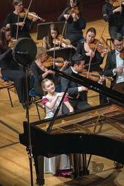 Die britische Pianistin Alma Deutscher mit dem Luzerner Sinfonieorchester. (Bild: Dominik Wunderli (2. März 2018))