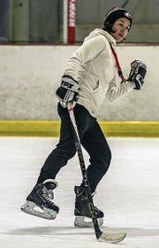 Fühlt sich auch in Eishockeyschuhen wohl: die 29-jährige Angela Thomasius. (Bild: Andrea Hurschler)