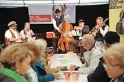 Einheimische Formationen wie die Altdorfer Bauernmusik stiessen im grossen Festzelt auf zahlreiche Zuhörer. (Bild Urs Hanhart)