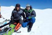 Die beiden Giswiler Michi Halter (links) und Simon Furrer auf dem Gipfel des Muztagata. (Bild: PD)