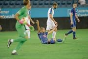 Wieder hat es nicht gereicht: FCL-Spieler Pascal Schürpf (Mitte) verwirft die Hände. (Bild: Dominik Wunderli (Luzern, 20. Juli 2017))