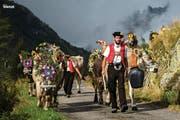 Mit diesem Bild von einem Alpabzug im Kanton Uri wirbt das «National Geographic Traveller» für den Kanton. (Bild: Uripix / National Geographic Traveller)