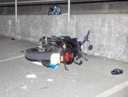 Trotz Helm erlitt die Frau gravierende Kopfverletzungen. (Bild: Geri Holdener, Bote der Urschweiz)
